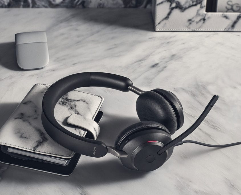 Jabra-Evolve2-40-UC-Office lifestyle
